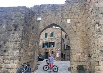 cinema tour e val dorcia urban bikery porta monticchiello