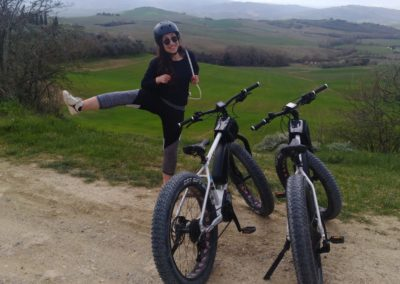 cinema tour e val dorcia urban bikery ragazza